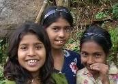 スリランカ農村部の少女達