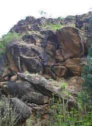 巨岩が剥き出すブータンの山肌